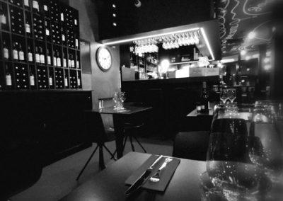 seconde image de la salle de restaurant Bistrot Clos Montesquieu en noir et blanc